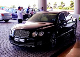 Continental Flying Spur blakc front